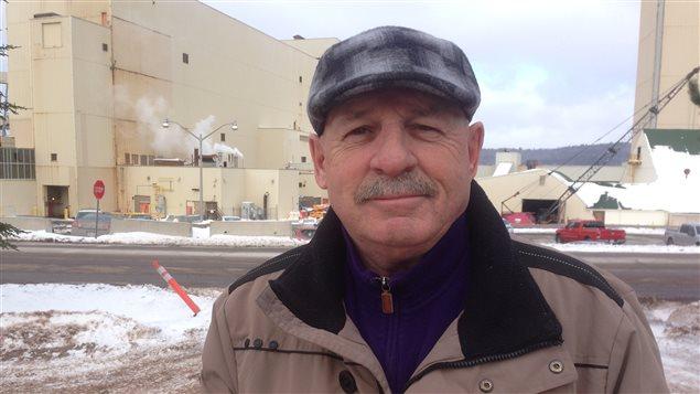 Egbert Basque, représentant syndical de travailleurs qui ont contribué à la construction de la nouvelle mine, à Picadilly