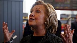 L'éditorialiste de La Presse Alexandre Sirois signe, en compagnie du journaliste Richard Hétu, le livre Madame America – 100 clés pour comprendre Hillary Clinton. Hillary Clinton, lors d'une rencontre avec des gens d'affaires de l'Iowa, mardi.