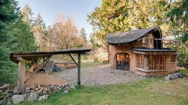 La maison d'Alexis Borsboom sur Mayne island est très populaire sur Airbnb.