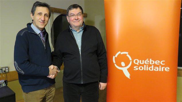 Le chef de Québec solidaire, Amir Kadhir, et le candidat dans Chicoutimi, Pierre Dostie