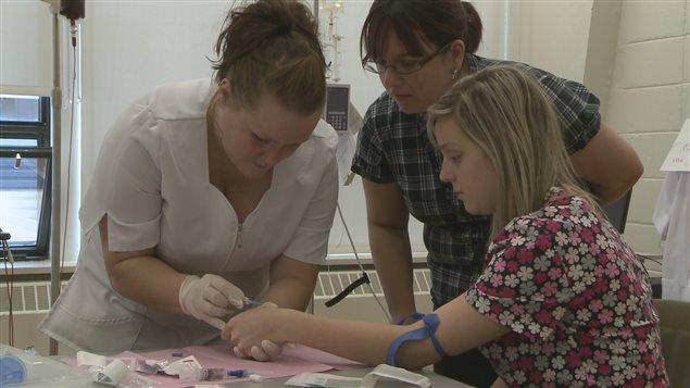 Des étudiantes en soins infrimiers.
