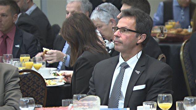 Michel angers parle de courage devant la communaut d for Chambre de commerce au canada
