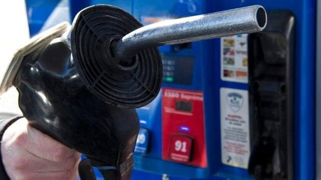 Les prix pour un litre d'essence sont en baisse pour au moins quelques semaines.