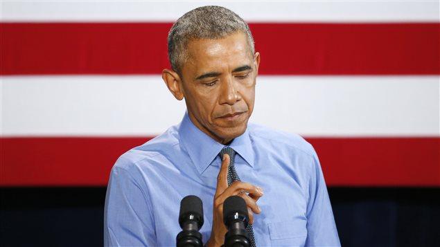 De passage à Detroit, le président Barack Obama fait une pause alors qu'il parle de la situation à Flint, au Michigan.
