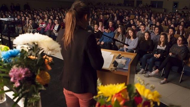Une cérémonie a été tenue à l'école Cardinal-Roy en mémoire des victimes de l'attentat au Burkina Faso.