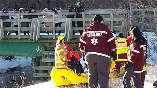 Une opération de sauvetage a eu lieu pour extirper un homme d'une conduite.