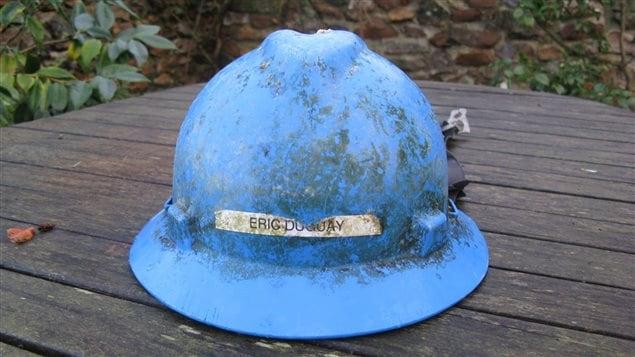 Le casque de travail d'Éric Duguay a été retrouvé sur la plage de Seaton, en Angleterre