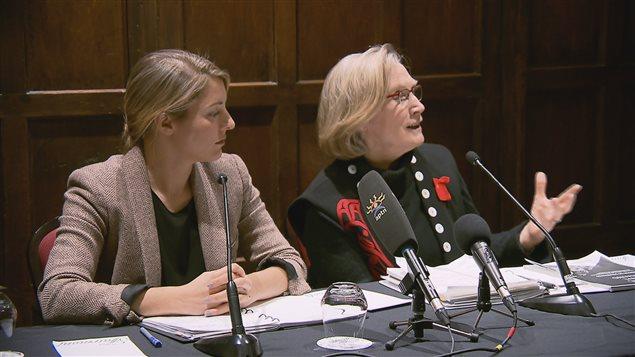 Les ministres du Patrimoine canadien et des Affaires autochtones, Mélanie Joly et Carolyn Bennett.