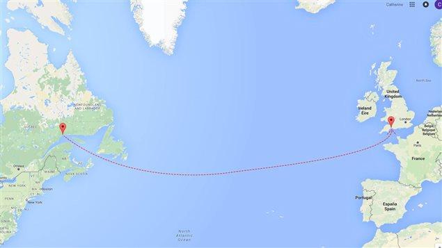 Le voyage du casque de travailleur de Sept-Îles, sur la Côte-Nord, jusqu'à Seaton, en Angleterre