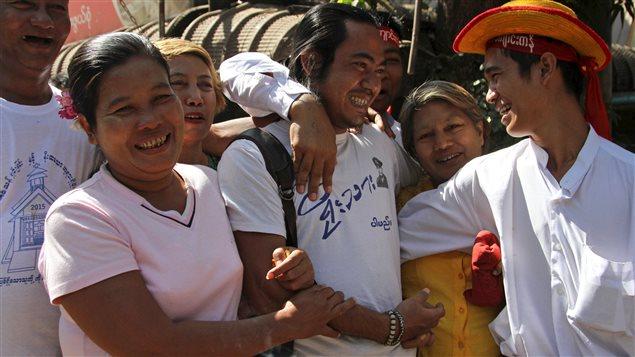 Un prisonnier politique libéré de la prison d'Insein, à Rangoon, au Myanmar, le 22 janvier 2016.