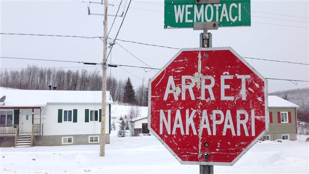 Arrêt en atikamekw à Wemotaci.