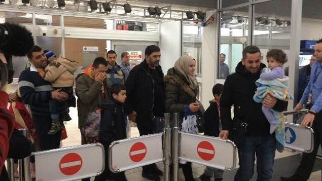 Les premiers réfugiés syriens arrivent à Saskatoon le 19 décembre.