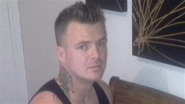 Yanic Vaillancourt, 27 ans, est recherché par la police relativement à une affaire de braquage au domicile survenue en novembre dernier à Matane.