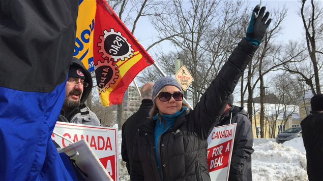 Des travailleurs du Chronicle Herald en grève