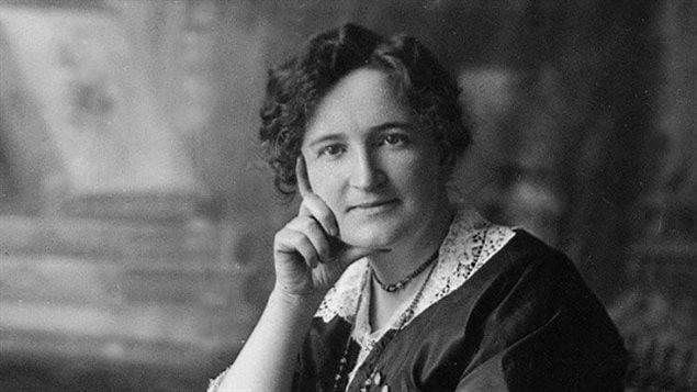Nellie McClung, l'une des meneuses du mouvement manitobain pour le droit de vote des femmes.