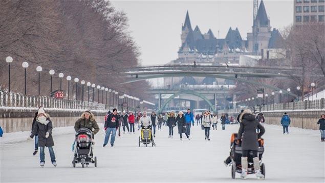 Le canal Rideau est ouvert aux patineurs.