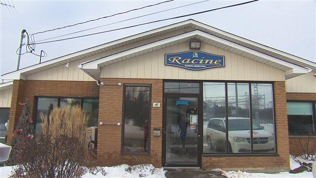 Le bureau municipal de Racine n'est pas ouvert aux citoyens le lundi même si le personnel est présent.
