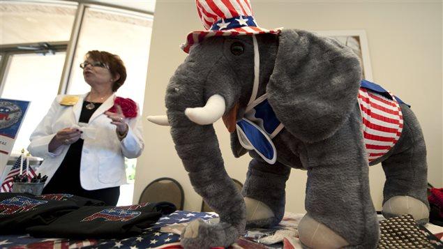 Un éléphant républicain en peluche