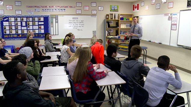 Ces élèves d'Edmonton ont recueilli des fonds pour aider les réfugiés syriens restés au Moyen-Orient.