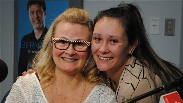 Nancy Drolet et Tania Monfette sont toutes deux chauffeuses de taxi.