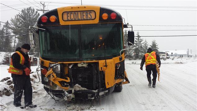 La collision entre l'autobus et la voiture est survenue sur la route 365 à Saint-Raymond.