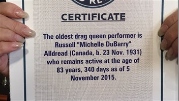 Le certificat des records Guinness de Michelle DuBarry