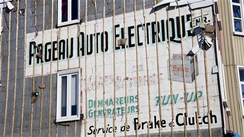 L'affiche du commerce Pageau auto électrique au 438 de la rue Saint-Vallier Ouest