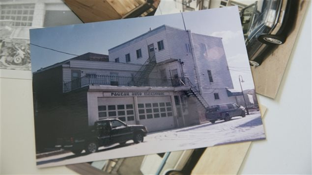 L'entreprise Pageau Auto Électrique, quelques temps après les travaux qui ont recouvert l'affiche.