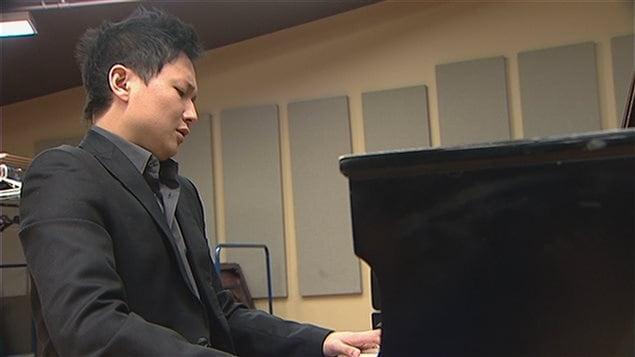 Wonny Song alors qu'il était artiste invité au Centre d'arts Orford (archives)