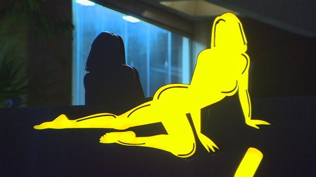 L'enseigne lumineuse d'un super night club