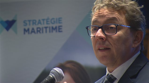 Jean D'Amour demeure ministre délégué aux Transports et à la Stratégie maritime.