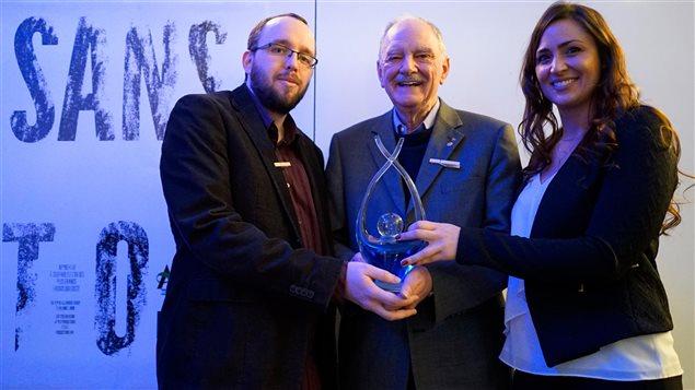 De gauche à droite : Alexandre Hardy, Michael Sheehan et Mélanie L. Dion, lors de la remise du prix Michael Sheehan à Montréal