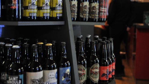 Plusieurs bières de microbrasserie appuient financièrement des causes sociales