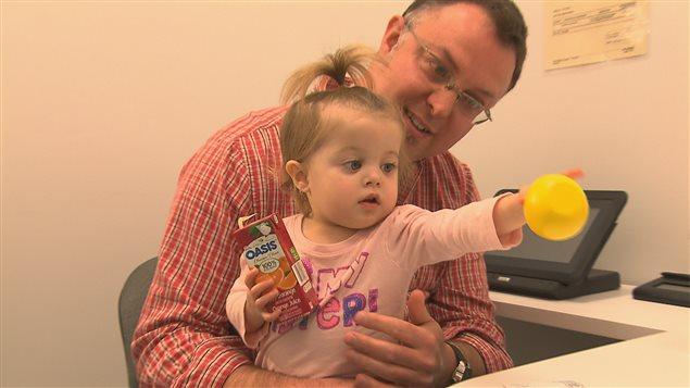 La petite Justine et son père, Yannick Grenon