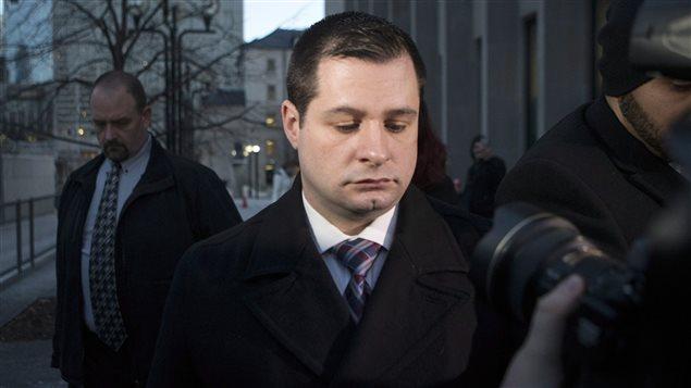 Le policier de Toronto James Forcillo à la sortie du palais de justice, après avoir été reconnu coupable.