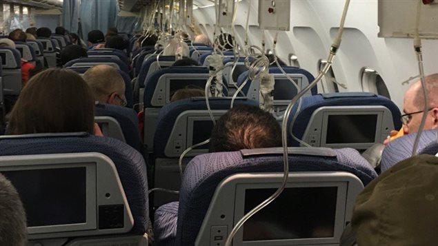 Les passagers ont dû porter leur masque pendant la descente.