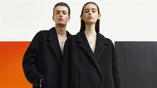 Les vêtements du designer Rad Hourani sont conçus pour être portés par toutes et tous, peu importe le sexe