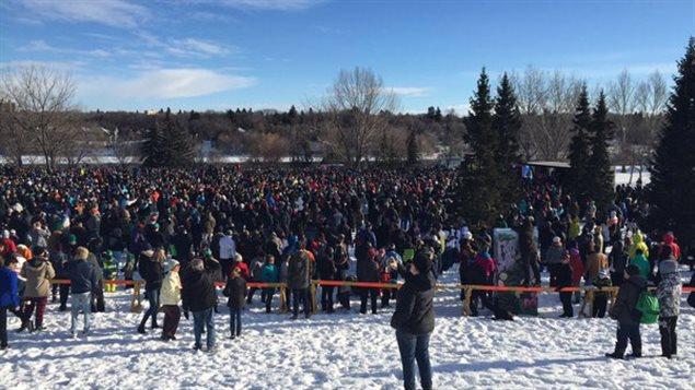 Les participants à la bataille de boules de neige à Saskatoon
