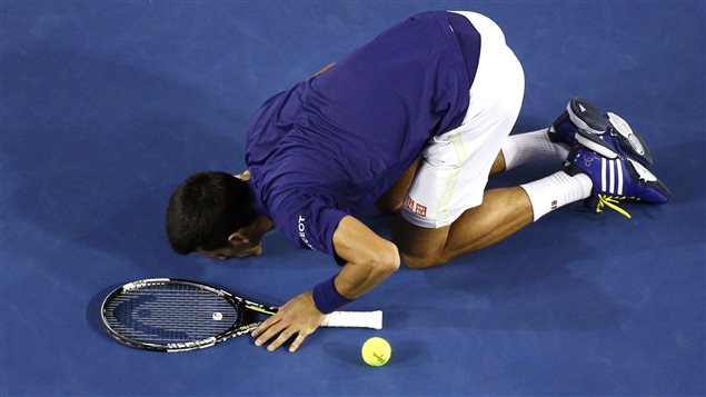 Le Serbe Novak Djokovic s'impose sur l'Écossais Andy Murray aux Internationaux d'Australie.