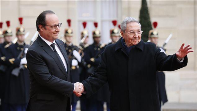 Raul Castro et François Hollande à Paris