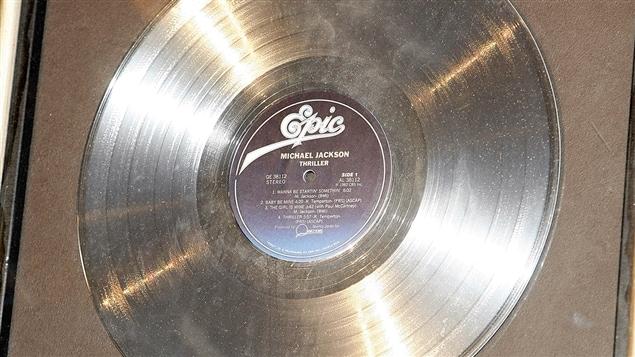 La certification 30 fois platine de « Thriller » de Michael Jackson