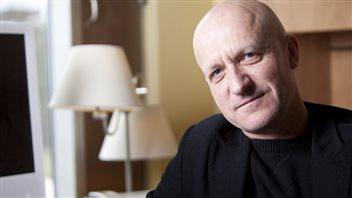 Le docteur Udo Schuklenk, professeur à l'Université Queen's et titulaire de la Chaire de recherche de l'Ontario en bioéthique