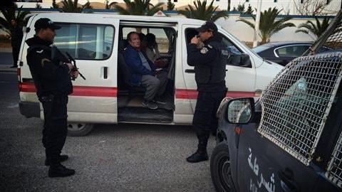 Un comité d'accueil armé pour des touristes de Sousse, en Tunisie.