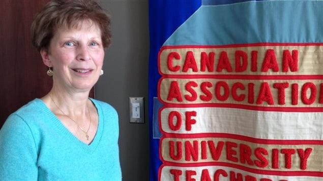 aura Lozanski est agente de santé et de sécurité au travail à l'Association canadienne des professeures et professeurs d'université.