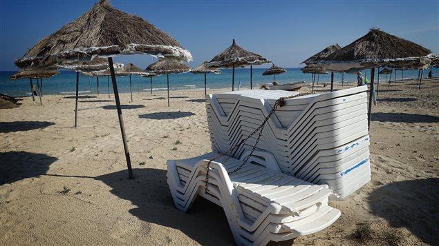 Les plages de la Tunisie sont désertées par les touristes qui craignent les attentats terroristes.