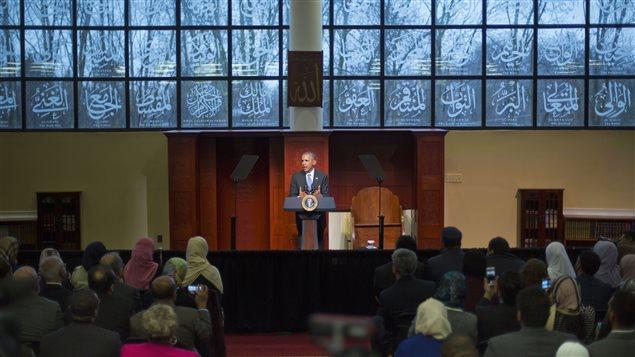Barack Obama prononce un discours lors de sa visite dans une mosquée de la banlieue Baltimore, le 3 février.