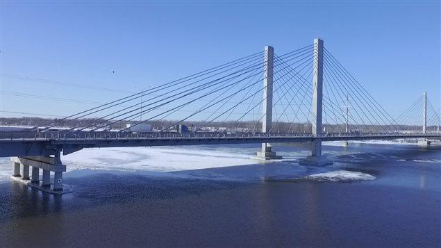 Le pont de l'autoroute 25