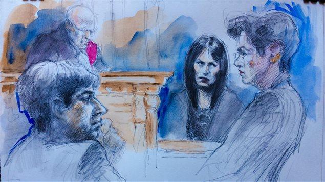 Jian Ghomeshi (à gauche), son avocate, Marie Heinen (à droite) et Lucy DeCoutere (au centre)