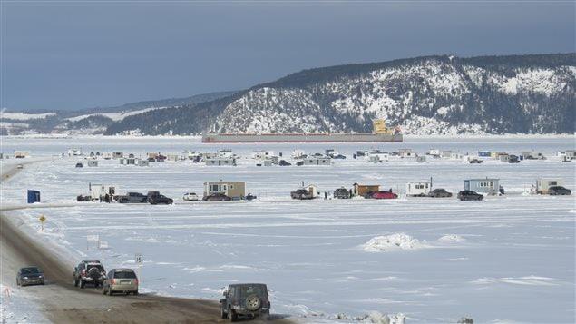 Le village de glace secteur Grande Baie, sur la baie des Ha! Ha!