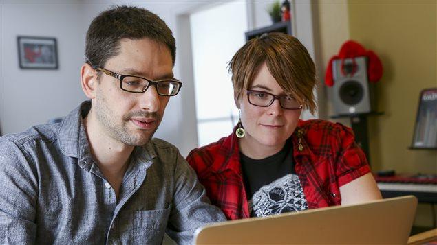 Maxime Beaudoin et Julie Lortie-Pelletier travaillent sur la version Android de leur jeu.